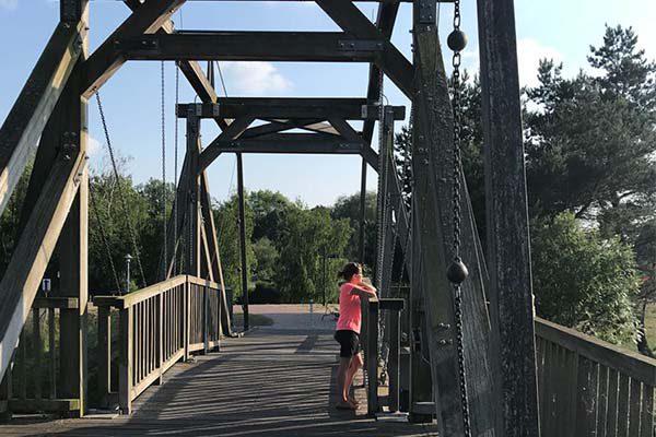 Ueckermünde Holzzugbrücke auf dem Weg zum Stadtstrand