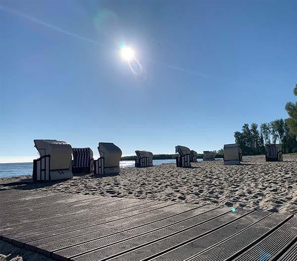 Yoga am Strand von Mönkebude